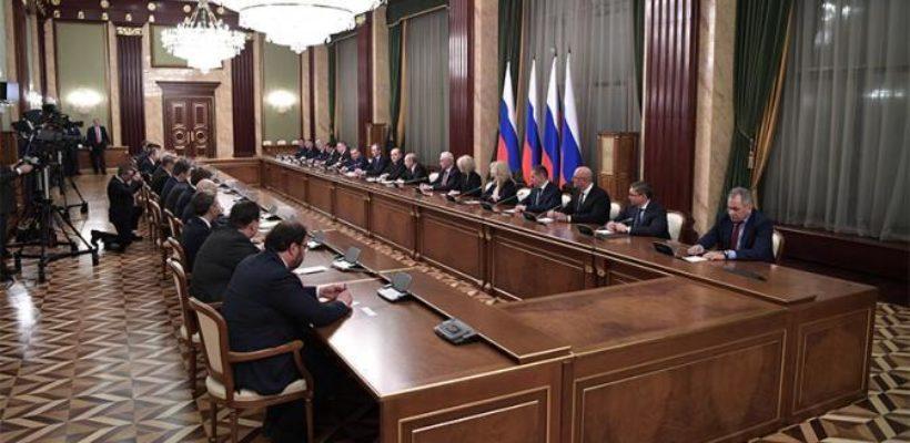 Путин дал понять — он остается в Кремле, а дело россиян — молча размножаться