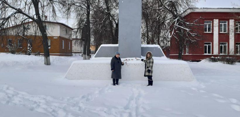 Спасские коммунисты возложили цветы к памятнику В.И. Ленина