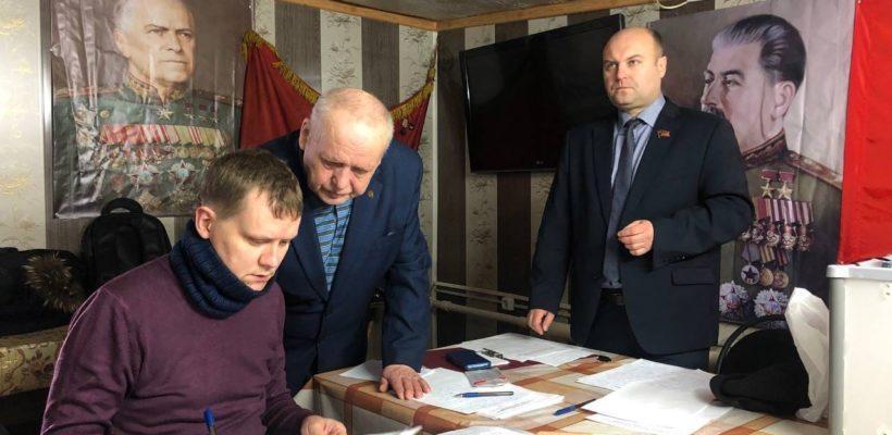 Михайловские коммунисты сверяют Часы