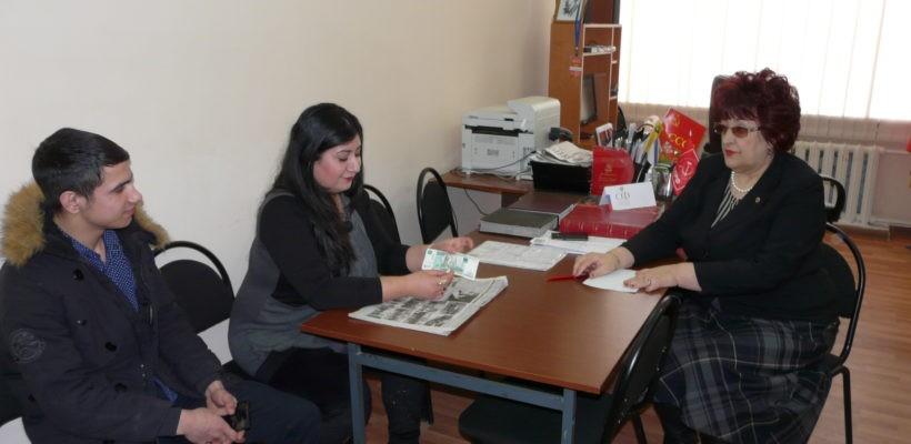 Галина Гнускина оказывает помощь жителям глубинки