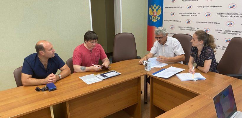 Кандидат в Госдуму от КПРФ Олег Струков сдал документы в избирательную комиссию