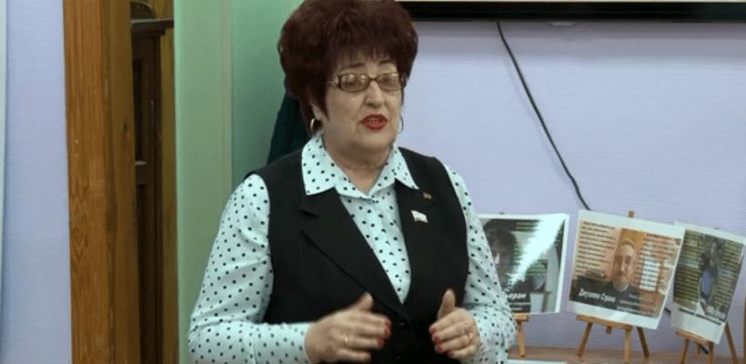 Галина Гнускина поздравила работников Сасовской библиотеки с её 100-летним юбилеем