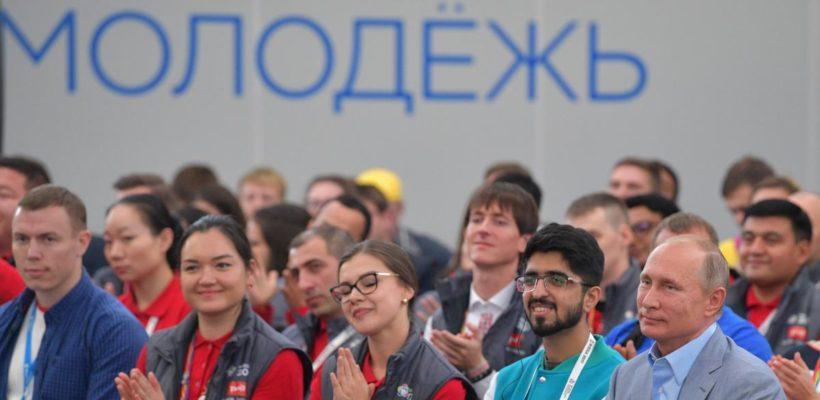 Уровень одобрения деятельности Путина среди молодежи за два года рухнул на 36%