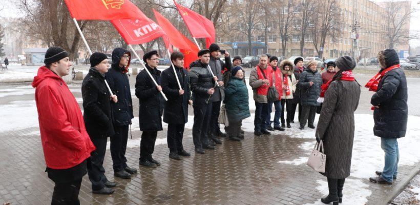 Коммунисты и комсомольцы Железнодорожного района почтили память В.И. Ленина