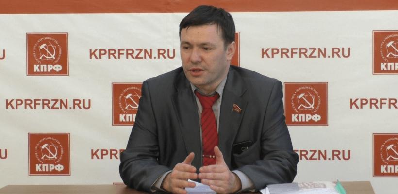 На встрече с журналистами Денис Милюков прояснил ситуацию с комментарием в «ВКонтакте»
