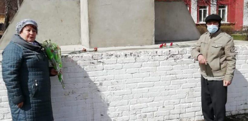 Коммунисты Спасского района возложили цветы к памятнику В.И. Ленину
