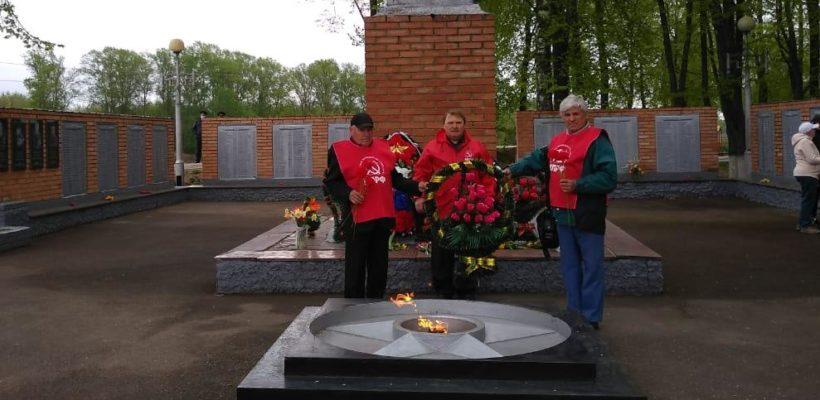 В День Победы кадомские коммунисты возложили цветы к памятнику