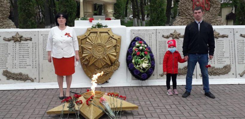 В День Победы клепиковские коммунисты возложили цветы к памятнику солдата-освободителя
