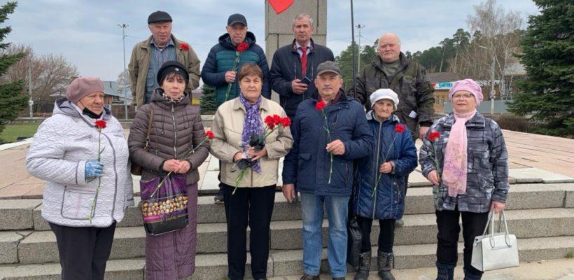 Возложение цветов к памятнику В. И. Ленину в Солотче