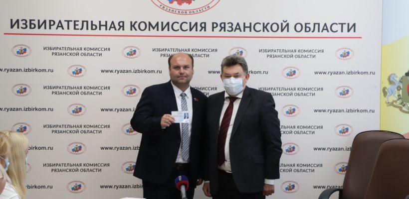 Вновь избранные депутаты Рязоблдумы получили удостоверения