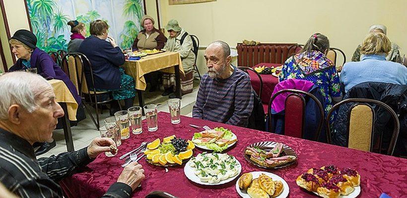 Чиновники закрыли петербургское кафе, где бесплатно кормили пенсионеров
