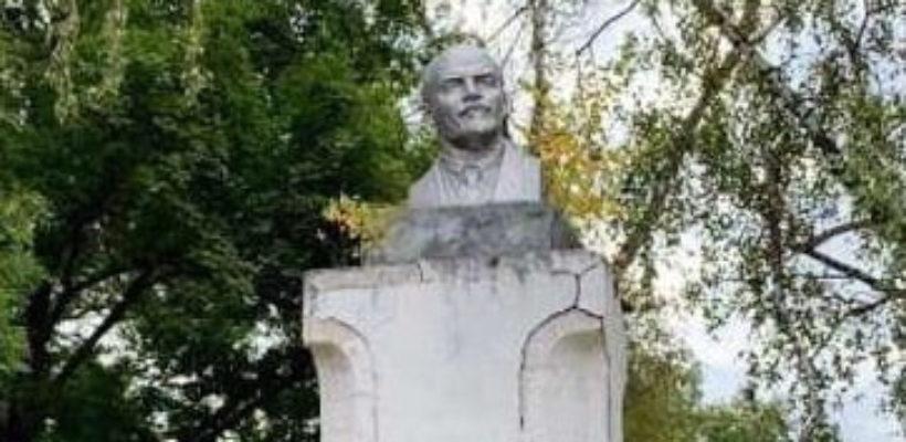 В Тульской области власти пытаются снести памятник Ленину